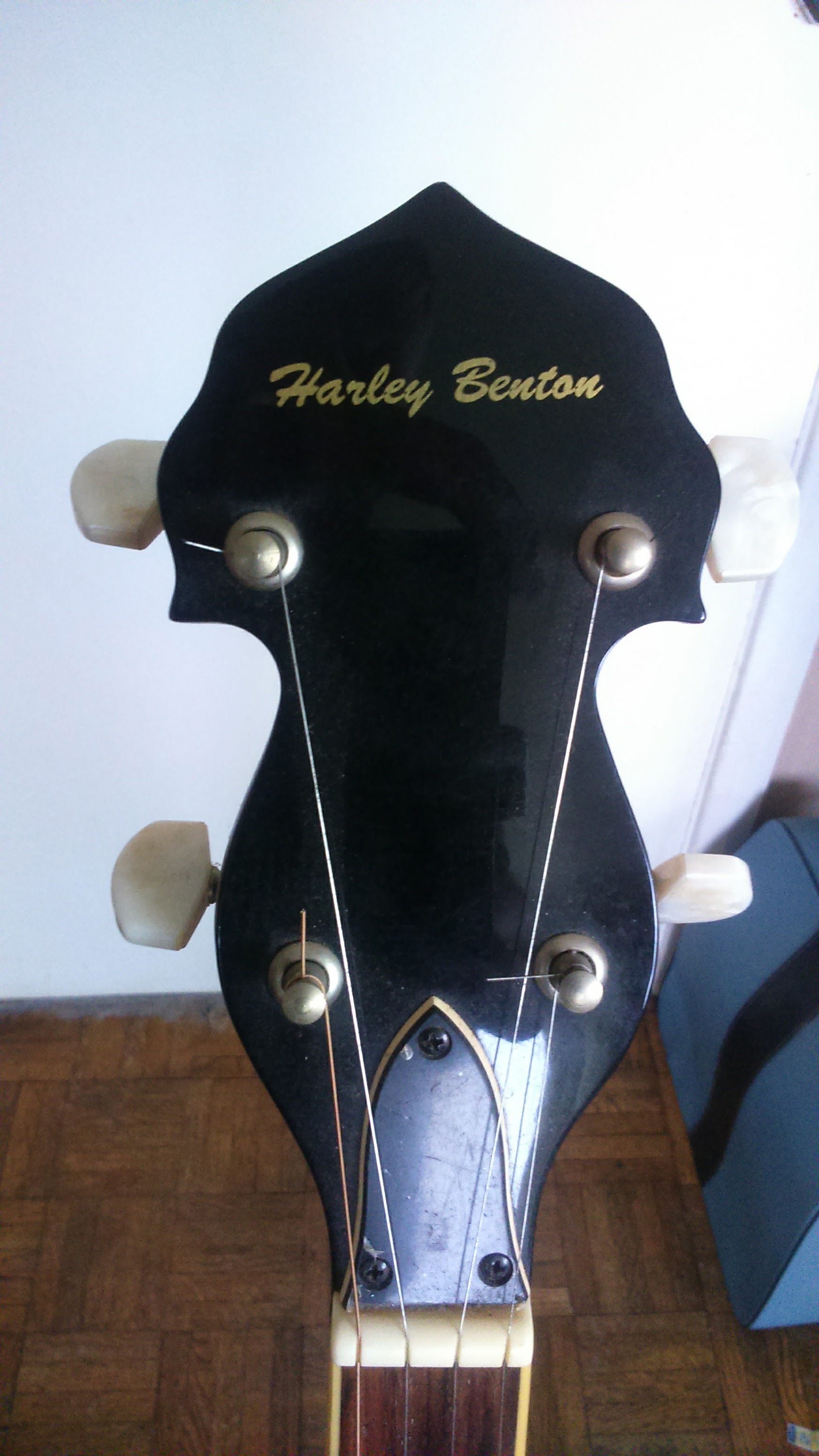 Banjo Headstock cropped